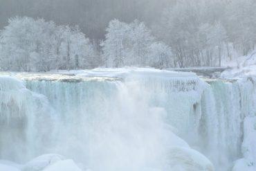 Canada: Stunning photos of cold snap frozen Niagara Falls