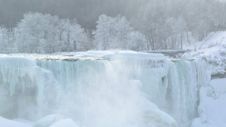 Canada: Stunning photos of cold snap frozen Niagara Falls
