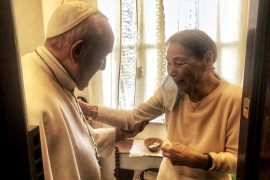 Pope visits Holocaust survivor's amazing home    The world
