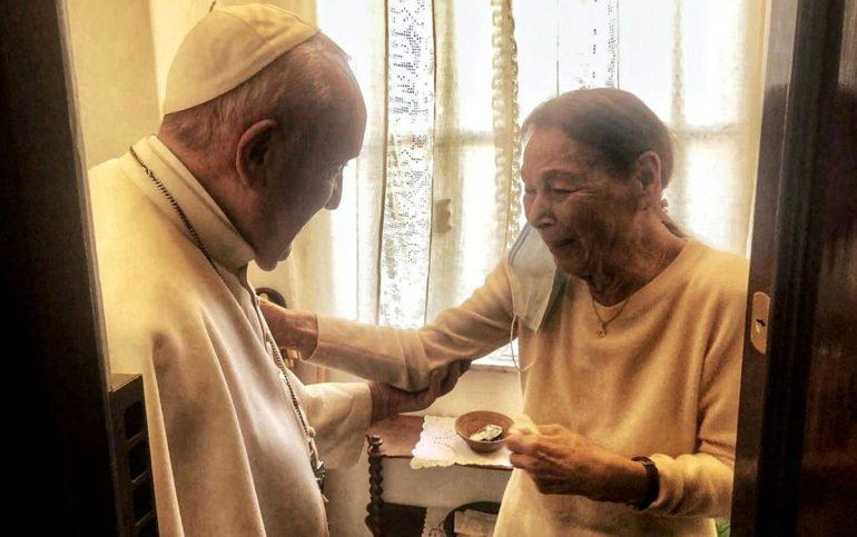 Pope visits Holocaust survivor's amazing home |  The world