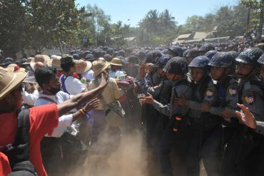 Protesters take to the streets again in Burma despite the deployment of the armed forces