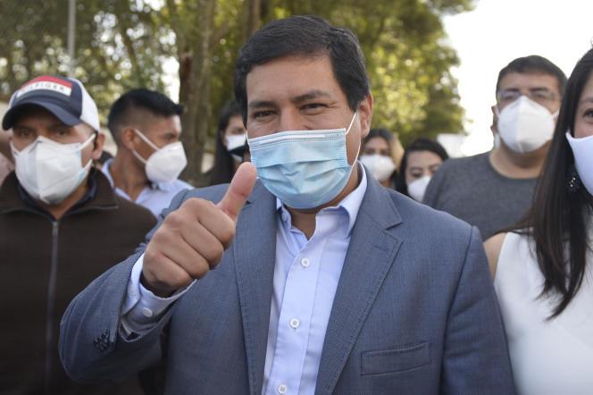 Presidential candidate Andr അറs Arouz arrives in Quito, Ecuador, on February 7.
