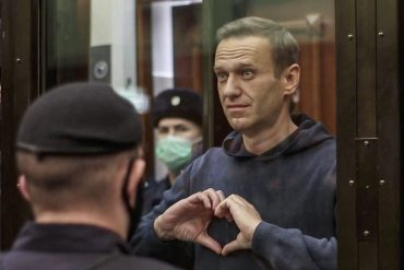 "With Alexei Navalny, opposition ""rises,"" ""fears are changing sides,"" says one researcher"