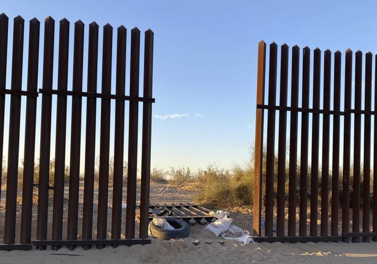 In the USA, a truck collided with a SUV and passed through a fence hole on the border;  13 dead |  The world
