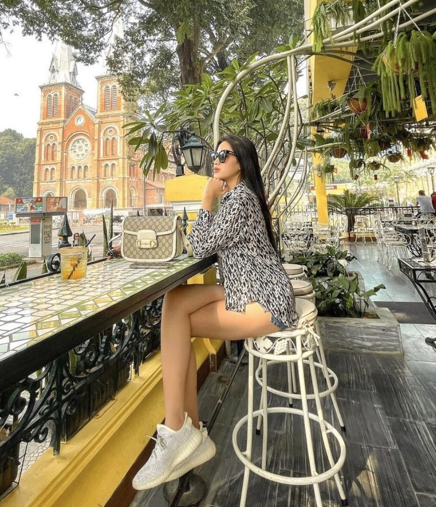 Miss Do Thi Ha uses more luxury brands, but only wears a pair of glasses - Photo 3.