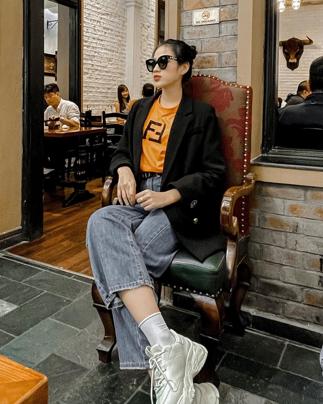 Miss Do Thi Ha uses more luxury brands, but wears only one glass - Photo 4.