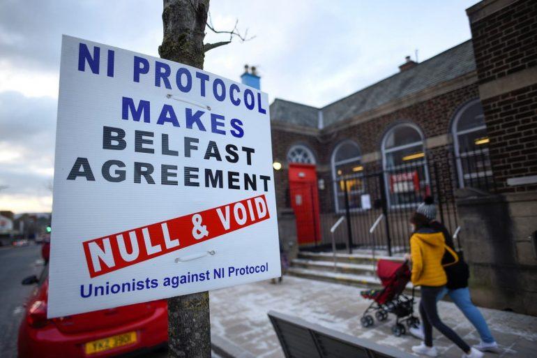 Les partisans conservateurs du Brexit appellent Boris Johnson à déchirer les accords en Irlande du Nord