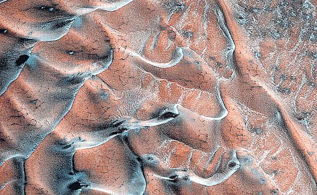 Mars Recognition Orbiter Shocking image of IC Sand Dunes on Mars