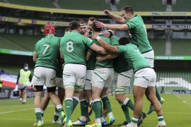Ireland, dominated by England, won another red with a 32-18 victory