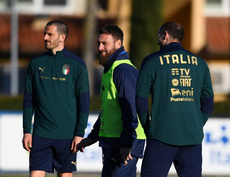 Italy, Inter fans waiting to play ... De Rossi