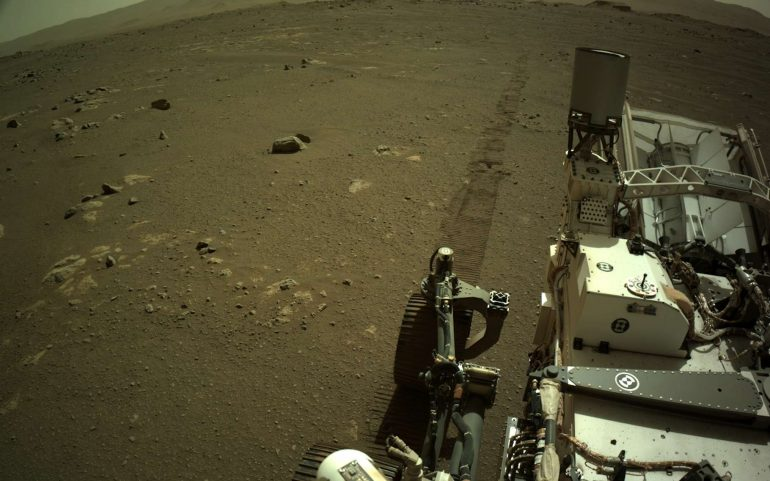 Perseverance on Mars: 16 minutes of recorded sound of a moving rover