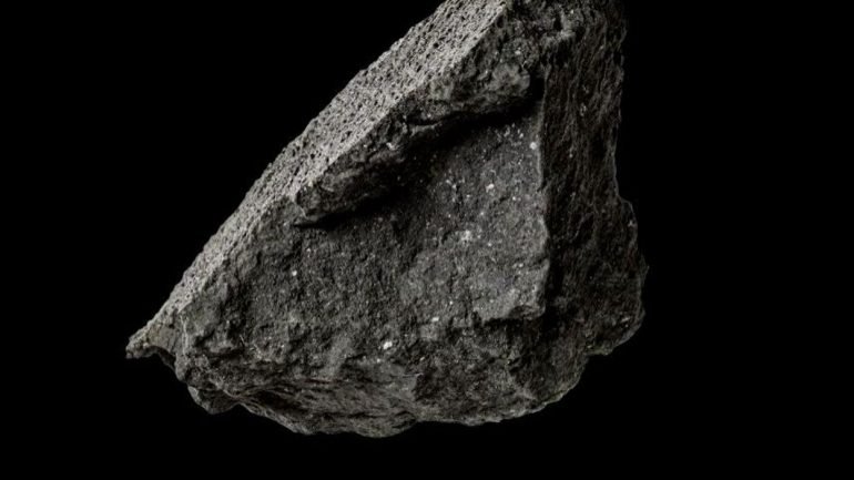 Rare meteorite found in England may contain information about the formation of life