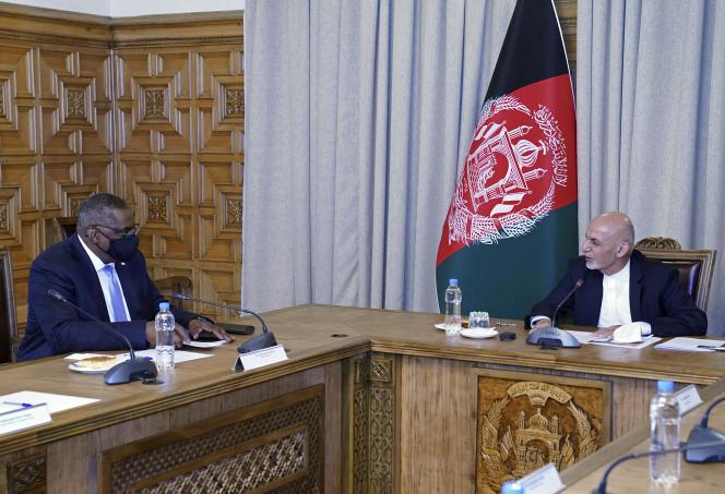 US Secretary of State Lloyd Austin and Afghan President Ashraf Ghani in Kabul on March 21.