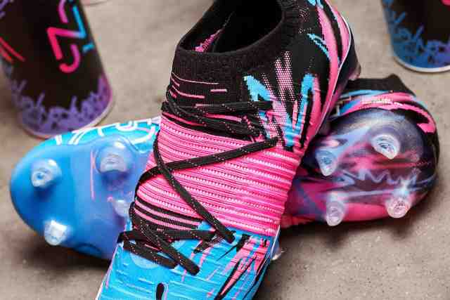 Crampons, the new signature of football players