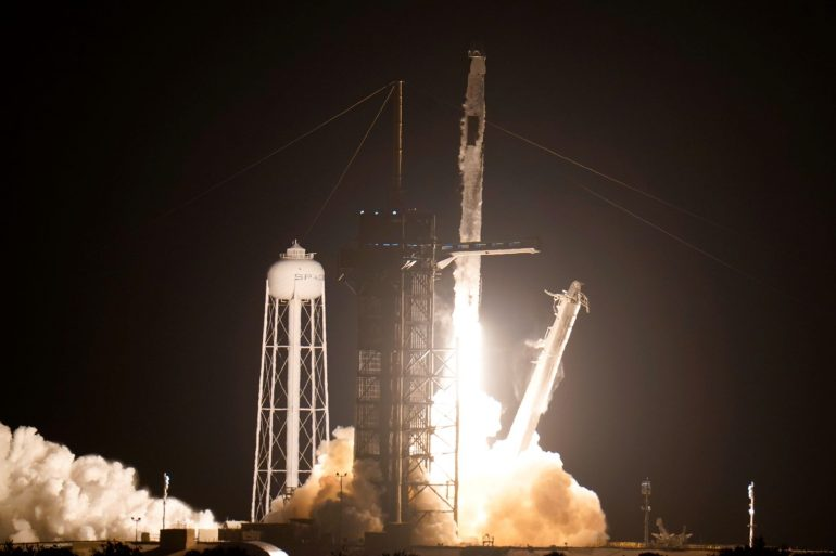 Space X is on its way to the International Space Station with astronauts - E24