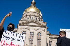 Manifestation devant le Capitole de Géorgie, à Atlanta, contre les lois électorales limitant l