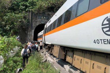 World train crash kills train in Taiwan