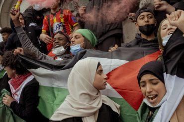In the Parisian rain, very young and a few adults show support for the Palestinian cause