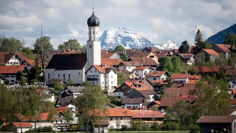 Build column - Bavaria's new mega trend - people
