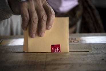Chile chooses drafters of new constitution