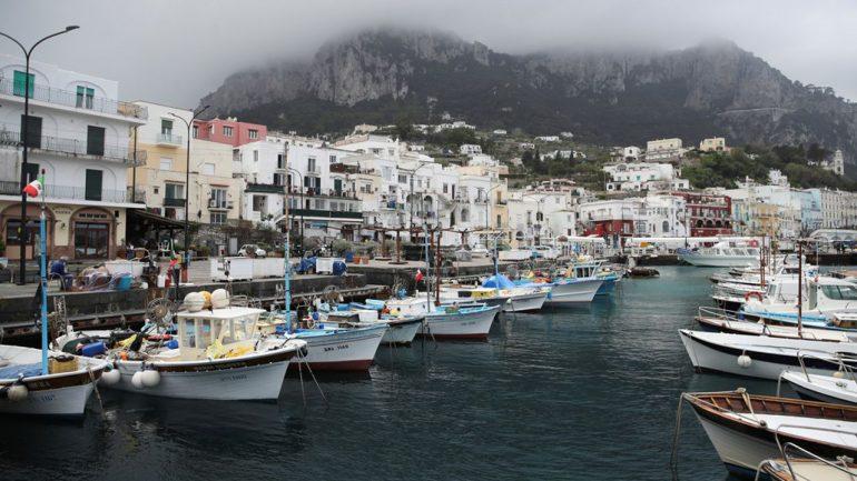 La Marina Grande, port principal de l'île de Capri.