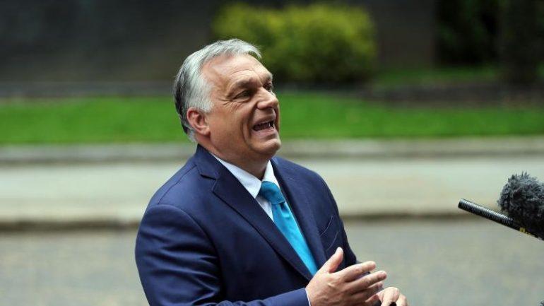 Soccer - Burbing Irish Kneeling Orban defends the sport