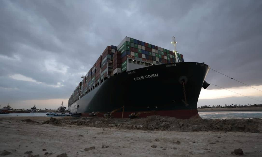One of the largest container ships in the world, the Evergreen, is seen sinking in the Suez Canal in Egypt Photo: HANDOUT / VIA REUTERS