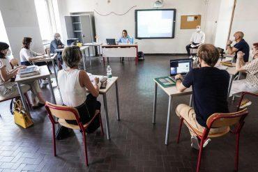 Italian, German and Irish students also go to the blackboard