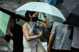 """In Hong Kong, the """"Apple Daily"""" farewell, the opposition newspaper was closed by the authorities"""
