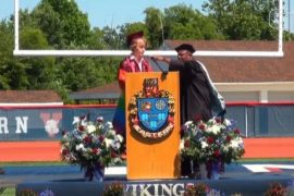 Student interrupts graduation speech while talking about being LGBTQIA + in the US;  Watch Video |  The world