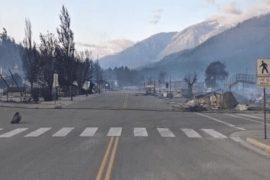 """<span class=""""entry-title-primary"""">Cidade pega fogo após quebrar recorde de calor do Canadá</span> <span class=""""entry-subtitle"""">A pequena Lytton, em British Columbia, começou a semana nos noticiários com o novo recorde de calor no Canadá de quase 50°C e termina a semana em cinzas e destruída por um incêndio florestal </span>"""