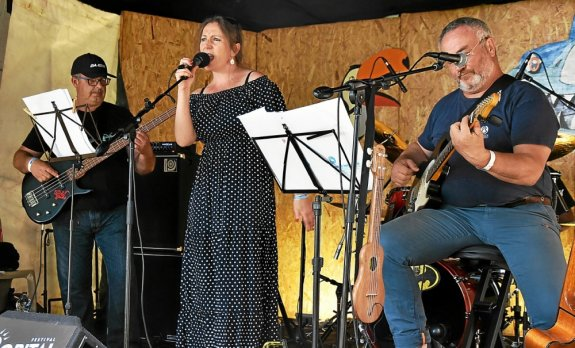 A group of Les Duddings from Dinan Country on the small stage of Bowillage on Saturday afternoon.