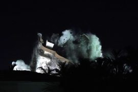 Partially demolished and dilapidated building begins to collapse in Miami |  The world