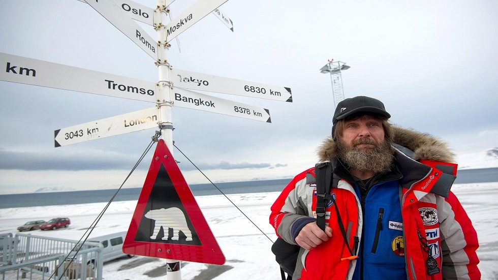 A scientific expedition to the North Pole aboard a ship in a nuclear sweeper