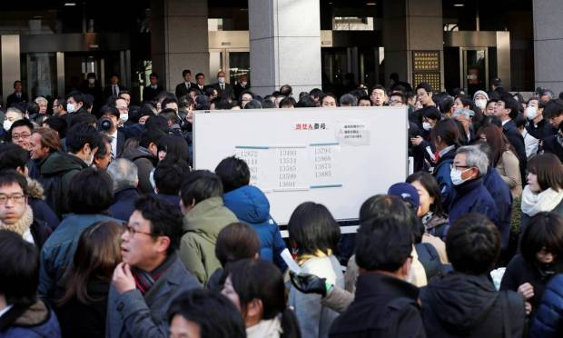 The audience gathered in front of the Tokyo court.  Carlos Ghosn testified for the first time since his arrest.  There was a queue of over a thousand people.  Photo: Kim Kyung-hoon / Reuters