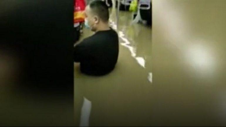 China floods: Passengers tell how subway floods killed 12 |  The world