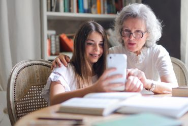 Digital partitioning: Experts encourage grandparents to open up and grandchildren to wait patiently