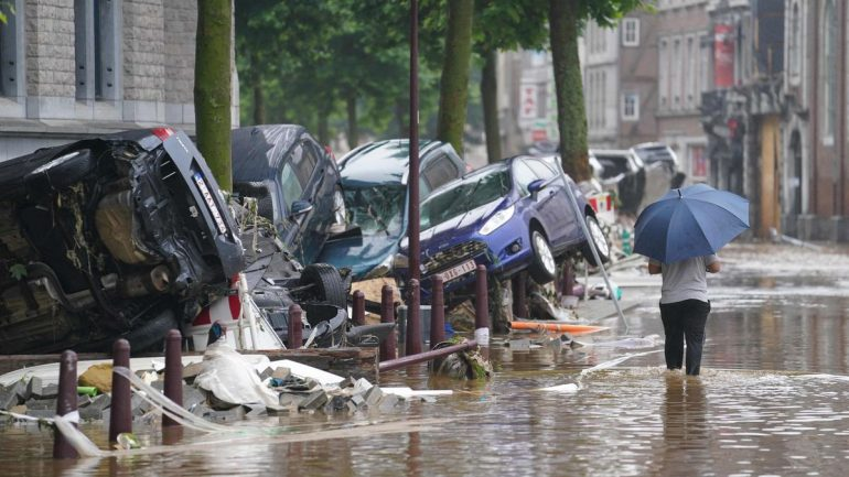 """Floods in Belgium: """"Let those who can leave the city of Liege abandon it"""", the mayor warns"""