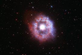 Dalam rangka 31 tahun beroperasinya teleskop Hubble, NASA merilis foto bintang yang disebut 'celebrity star' yang jauh dan sangat indah.