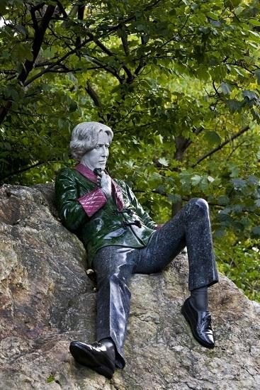 Statue d'Oscar Wild sur la place Marion