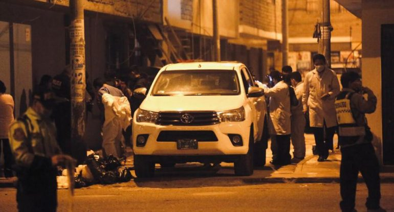 SMP: A man answers a call on his cell phone and is killed by six bullets.