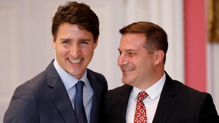 Le premier ministre Justin Trudeau (à gauche) et Marco Mendicino ministre de l