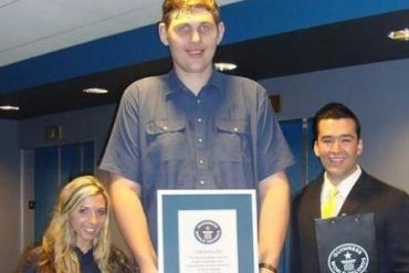 The tallest man in America has died at the age of 38, according to the Guinness Book of World Records