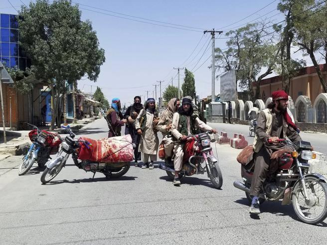 US prepares to evacuate Afghanistan, Taliban, embassy 60 km from Kabul
