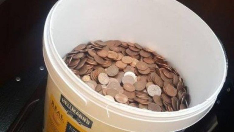 Man quits his job and pays thousands of coins in a bucket of mayonnaise |  Extraordinary world