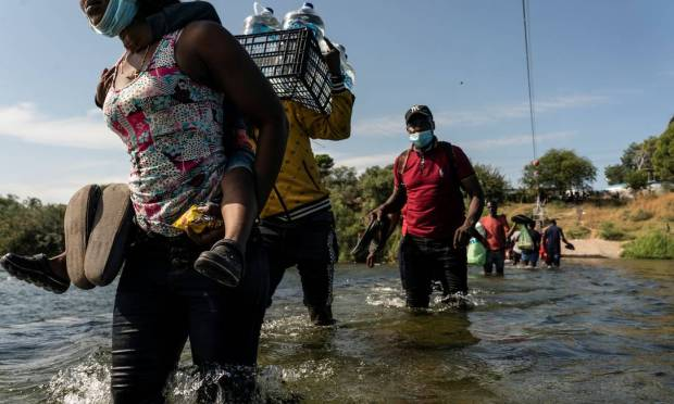 Immigrants have been entering the U.S. through the Del Rio region since Tuesday (14), bypassing U.S. immigration officials.  Photo: Go Nakamura / Cooks
