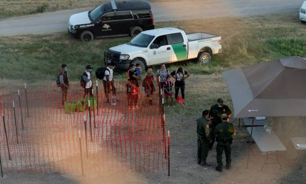 The U.S. sent border patrols to Del Rio, fearing more immigrants would cross the border in the coming days.  Photo: Go Nakamura / Cooks