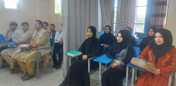 Afghan universities reopen with curtains to separate students
