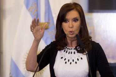 """In an open letter, Christina Kirchner urges Argentine President to """"honor his words"""""""