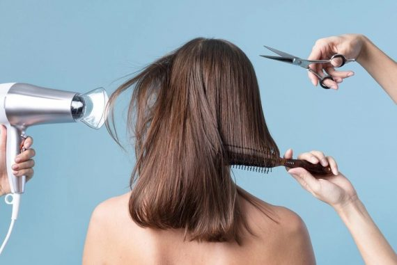 """Poor haircut causes """"mental trauma"""" and Indian salon customers have to pay 270,000 USD"""